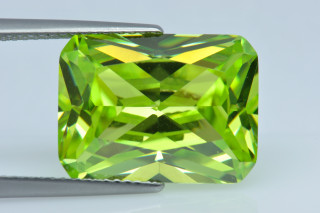 CUZPE02138M - Peridot Cubic Zirconia 16x12mm Octagon Princess Cut