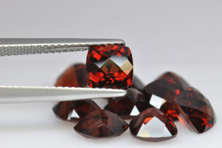 GAR01821MPLUSCT - Garnet 6x6 Cushion Checkerboard, 1.33 carats