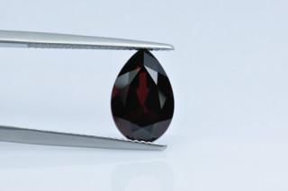 GAR530M10_1 - Garnet 12x8 Pear, 4.07 carats