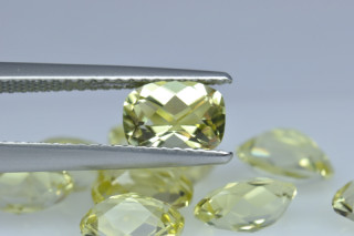 LEQ01819MCT - Lemon Quartz 7x5 Cushion Checkerboard, 0.72 carats