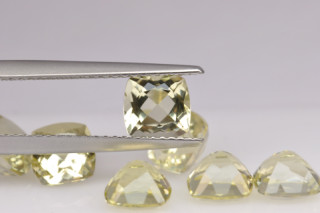 LEQ01821M - Lemon Quartz 6x6 Cushion, 0.97 carats
