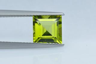 PER326F_2 - Peridot 8x8 Square, 2.71 carats