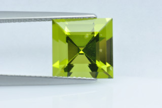 PER330F_1 - Peridot 10x10 Square, 4.86 carats